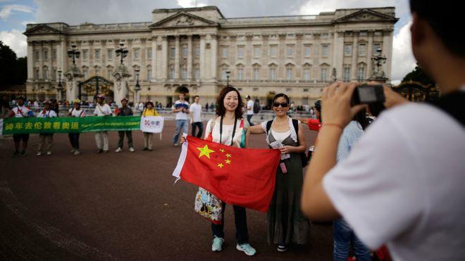 160617035614_chinese_tourists_london_976x549_getty_nocredit