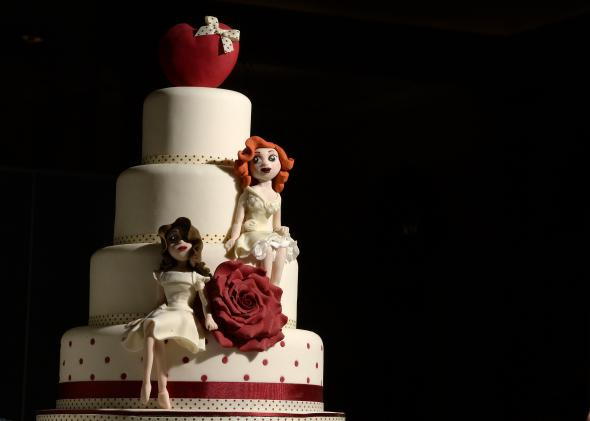 476103459-same-sex-wedding-cake-at-the-gay-wedding-show-at-the.jpg.CROP.promo-mediumlarge
